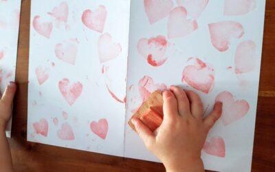 Výroba přání k Valentýnu